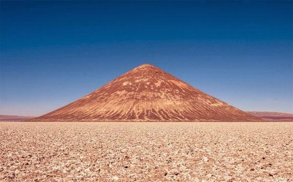 Kim tự tháp núi lửa ở Argentina