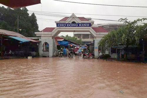 4 người chết 136 nhà tốc mái, Đồng Đăng Lạng Sơn thành sông