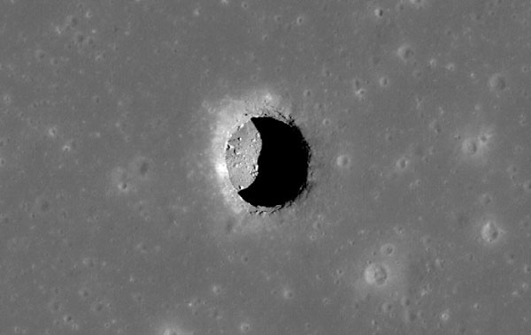 Hang động trên Mặt trăng sẽ là nơi ở của phi hành gia?