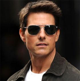 Tại sao đeo kính râm khiến mọi người trông hấp dẫn hơn?