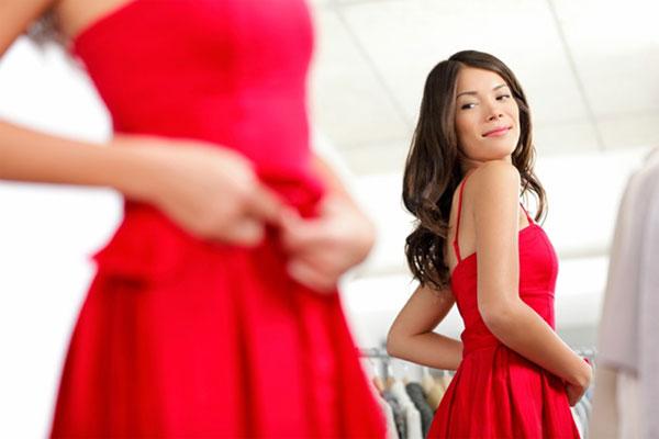 Kết quả hình ảnh cho Mặc trang phục màu đỏ