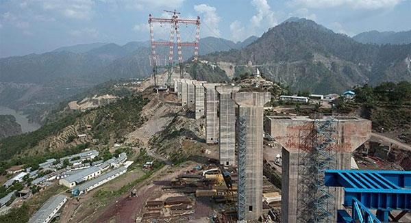 Cây cầu cao nhất thế giới trên đỉnh Himalaya