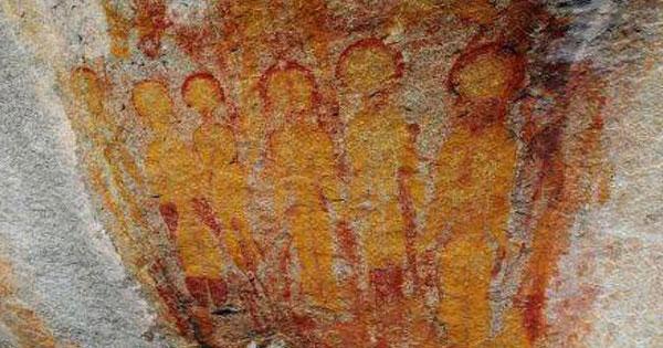 Hình vẽ người ngoài hành tinh trên hang động
