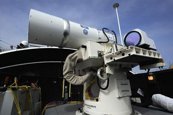 Laser chặn tên lửa - Giải pháp bảo vệ máy bay trên không