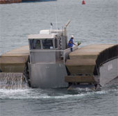 """Mỹ """"khoe"""" siêu xe tăng chạy trên mặt nước"""