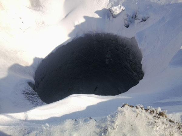 Miệng hố bí ẩn thứ ba ở Siberia