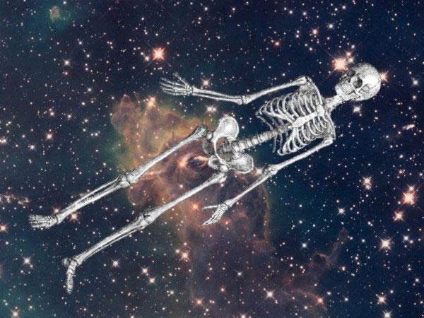 Khi con người trôi ngoài vũ trụ mà không có bộ đồ bảo vệ