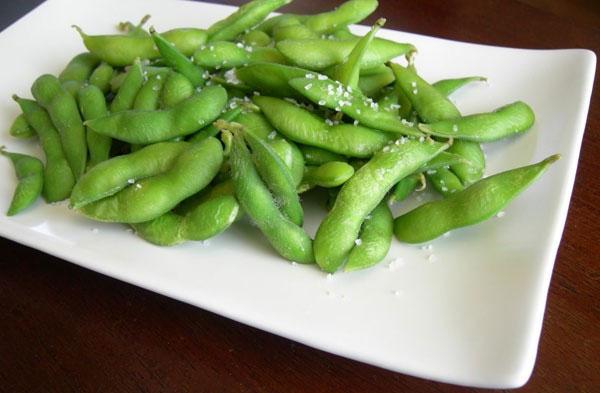 Đậu tương còn không chứa cholesterol và là một nguồn tuyệt vời của protein, sắt, canxi nên rất tốt cho sức khỏe.