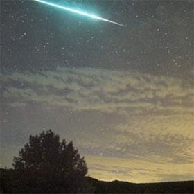 """Mưa sao băng Perseids """"đọ"""" với siêu trăng"""