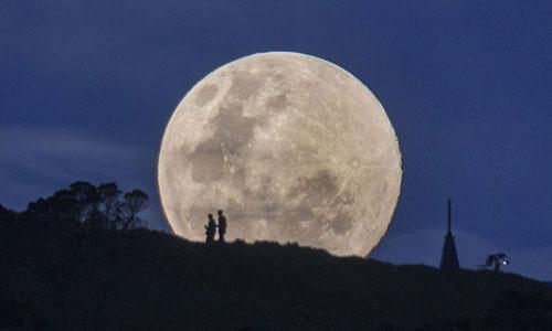 Ảnh: Mãn nhãn ngắm Mặt trăng lớn nhất trong 20 năm