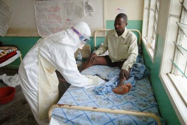 """Vì sao có người vẫn thoát khỏi """"tử thần Ebola"""" dù nhiễm bệnh?"""
