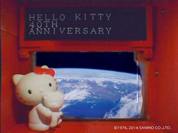 Mèo Kitty chuẩn bị bay vào không gian