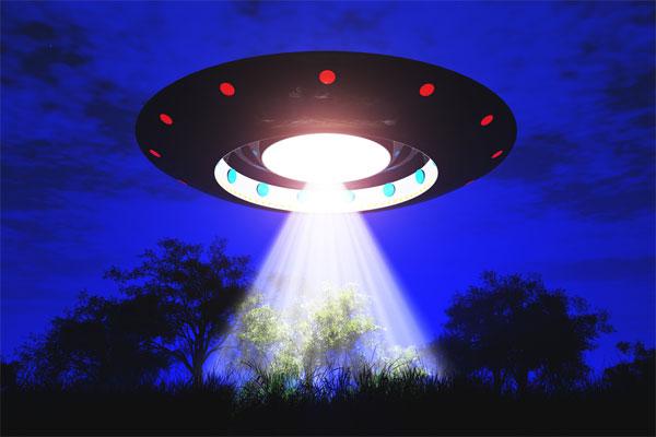 """Người ngoài hành tinh thường """"săn bắt"""" con người vào lúc nào?"""