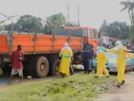 Bệnh nhân Ebola trốn viện lang thang kiếm thức ăn