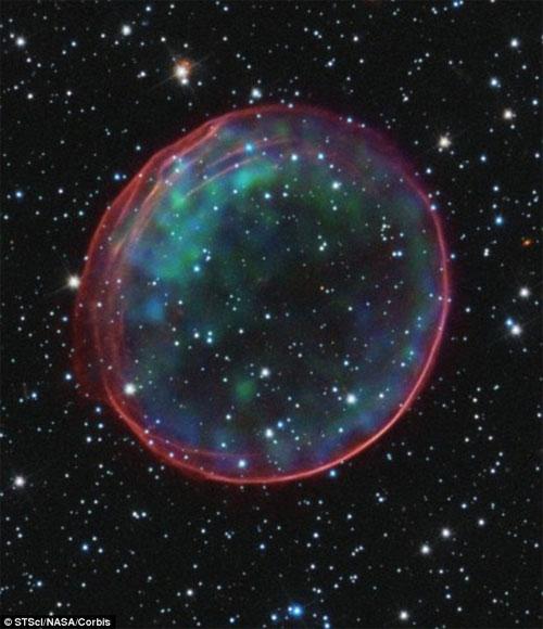 """Hệ mặt trời nằm gọn trong """"bong bóng"""""""