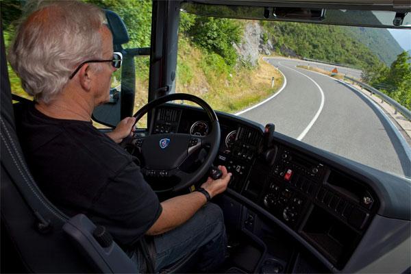 10 quy tắc khi lái xe đường núi