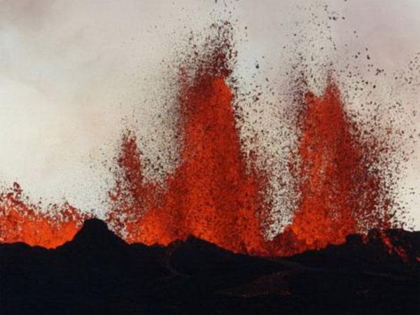 Núi lửa Iceland phun trào, hàng không châu Âu cảnh giác