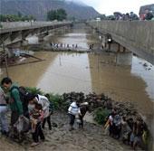 Hàng trăm người thiệt mạng do mưa lũ tại Ấn Độ và Pakistan