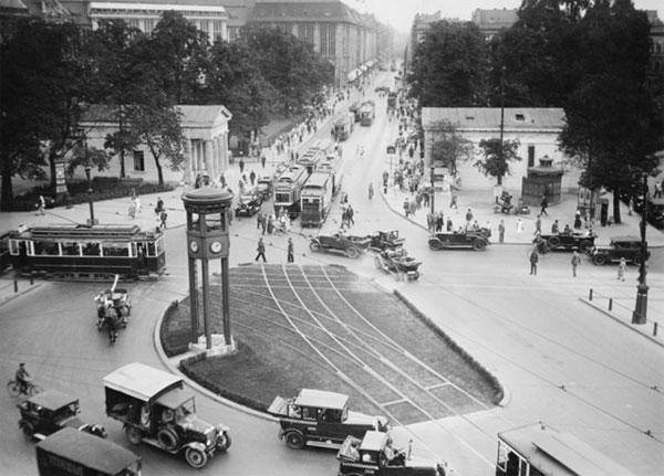 Không chỉ riêng Mỹ mà tại một số nước khác cũng sử dụng tháp giao thông trong những năm 1910