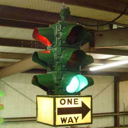 Mô hình đèn giao thông 4 mặt, 3 màu do William L. Potts đề xuất