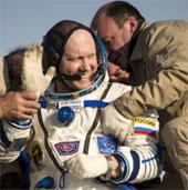 Các phi hành gia trở về trái đất an toàn