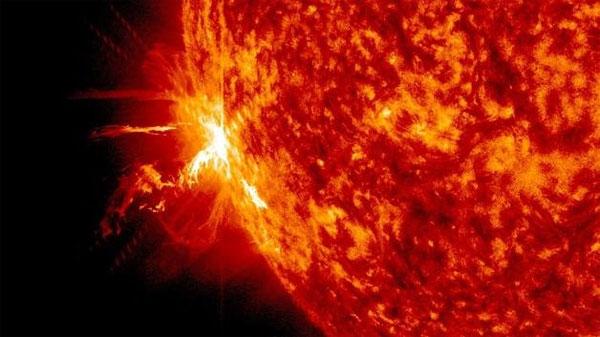Bão mặt trời đang tiến thẳng đến Trái Đất