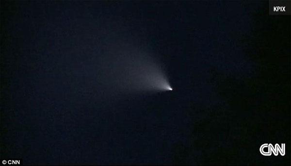 Xuất hiện chùm sáng lạ, bí ẩn trên bầu trời Mỹ