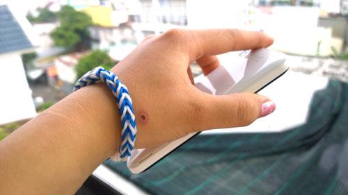 Vòng chun đeo tay hand made chứa chất độc hại