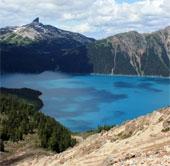 Hồ núi lửa đẹp như tiên cảnh ở Canada