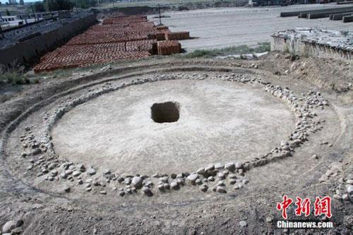 Những ngôi mộ cổ 4.000 năm tuổi ở Tân Cương