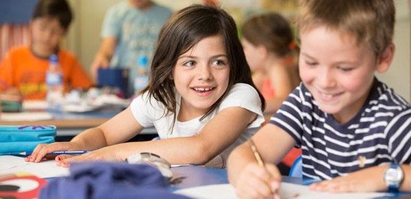 Con gái và con trai: Ai học giỏi hơn?