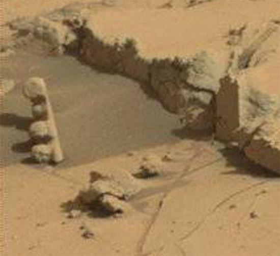 Phá hiện vật thể lạ trên sao Hỏa giống cột đèn giao thông