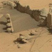 Phát hiện vật thể lạ trên sao Hỏa giống cột đèn giao thông