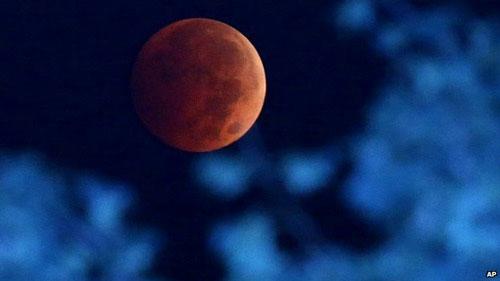 Chùm ảnh trăng máu tuyệt đẹp trên khắp thế giới