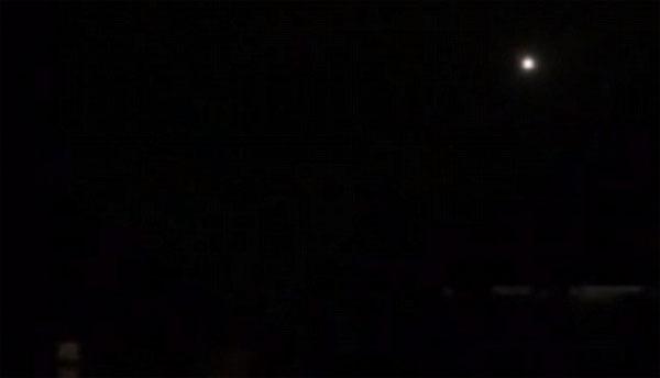 Phát hiện vầng sáng bí ẩn được cho là UFO ở Lon Don