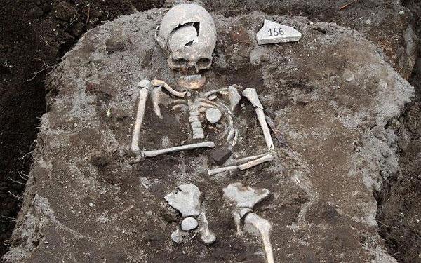 Khai quật được mộ ma cà rồng ở Bulgaria