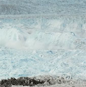 Video: Cận cảnh băng nứt vỡ trên bề mặt đại dương