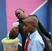Tìm hiểu cách Nigeria khống chế dịch Ebola