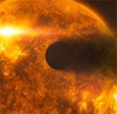 """Phát hiện vết đen """"quái vật"""" trên Mặt trời đe dọa Trái đất"""