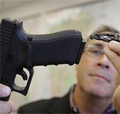 """Phụ kiện mới giúp """"chẩn đoán"""" tình huống rút súng của cảnh sát"""