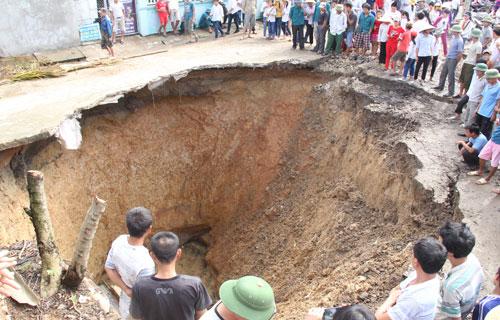 Hố tử thần khổng lồ xuất hiện ở Thanh Hóa