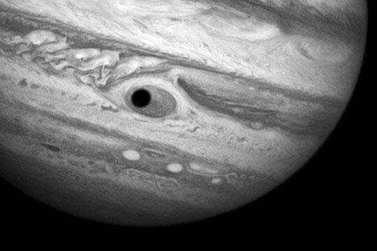 Con mắt khổng lồ xuất hiện trên sao Mộc