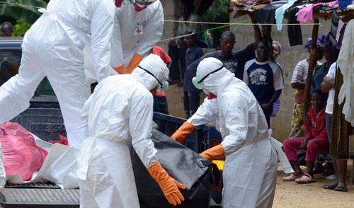 Vì sao nữ y tá gốc Việt thoát tử thần Ebola?