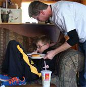 Bệnh lạ khiến bé trai không ăn uống