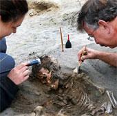 Giải mã bí ẩn 42 bộ xương trẻ em chôn cùng lạc đà không bướu ở Peru