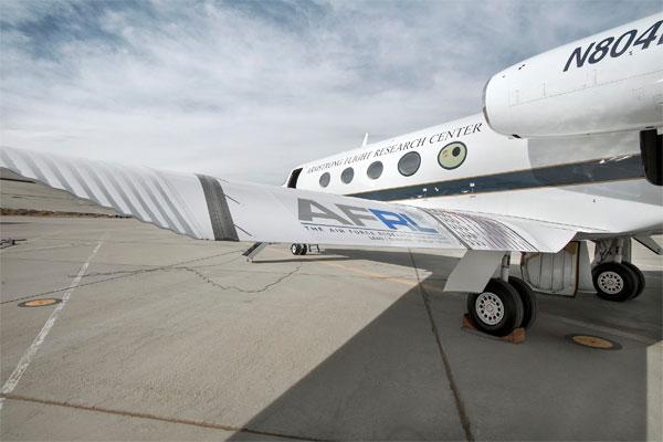 NASA thử nghiệm cánh tà FlexFoil mới trên máy bay