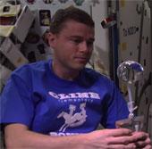 Video: Phi hành gia quay phim từ trong bóng nước vũ trụ