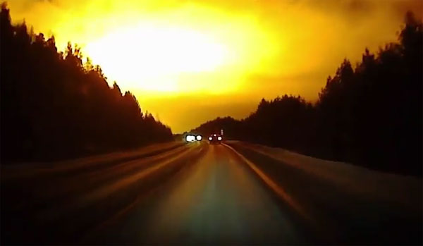 Ánh sáng chói lòa bí ẩn trên bầu trời Nga