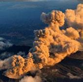 """Video: Núi lửa lớn nhất Nhật Bản """"thức giấc"""""""