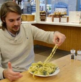 """Phát hiện trạng thái vật chất mới """"kính topo"""" nhờ mỳ pasta"""